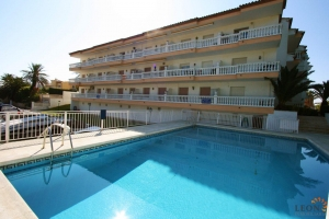 Ideal apartment for 2 with communal swimming pool, covered balcony with great canal views for sale in Empuriabrava, Costa Brava.