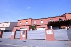 Modern town house in urbanisation Mas Nou, Empuriabrava, Costa Brava for sale, with 3 bedrooms and close proximity to beaches.