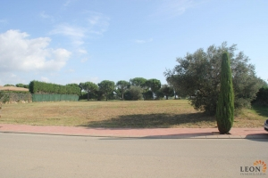 For sale, large, south facing plot of land with planning permission and direct access to the golf course at Peralada Golf, Costa Brava, Spain.