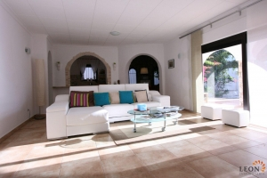For sale in Empuriabrava, Costa Brava: gorgeous Mediterranean style villa on canal at entrance of marina, boasting 5 bedrooms, mooring site and guest apartment.