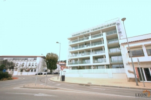 Beautiful modern ground floor apartment with 2 bedrooms, large covered terrace and marvellous views for sale in the heart of Roses, Costa Brava, Spain.