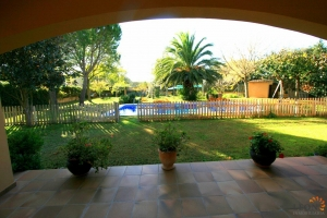 Wonderful villa with 6 bedrooms, covered terrace and large garden with swimming pool for sale in Avinyonet de Puigventós near Figueres, Costa Brava, Spain.