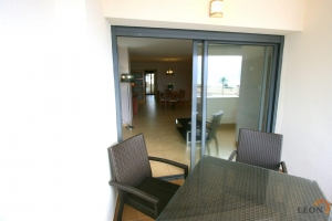 Attractive beachside apartment with 3 bedrooms and communal swimming pool for sale in Empuriabrava, Costa Brava, Spain.
