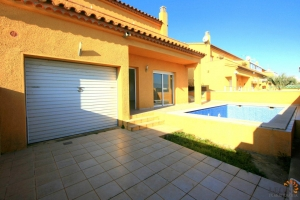 Attractive, newly constructed semidetached house with 3 bedrooms and swimming pool for sale in quiet area of Empuriabrava, Costa Brava, Spain.