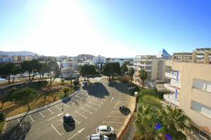 Attractive apartment with one bedroom, large roof terrace and communal swimming pool for sale in Santa Margarita, Roses, Costa Brava, Spain.