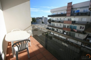 Lovely apartment with 2 bedrooms, a balcony and communal garden with beautiful swimming pool for sale in Santa Margarita, Roses, Costa Brava, Spain.