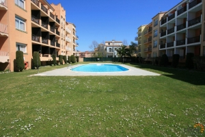 Nice apartment with 2 bedrooms, communal swimming pool and close to the beach for sale in Empuriabrava, Costa Brava, Spain.