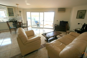 Lovely apartment with 2 bedrooms, covered balcony and communal swimming pool for sale near Lake Sant Maurici, Empuriabrava, Costa Brava, Spain.
