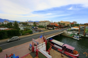Large multi-purpose building with 4 trading units, 4 apartments and mooring on broad canal for sale in the centre of Empuriabrava, Costa Brava, Spain.