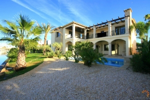Lavish villa with 5 bedrooms, hamam, swimming pool, solar panels and private mooring for sale on main canal in Empuriabrava, Costa Brava, Spain.