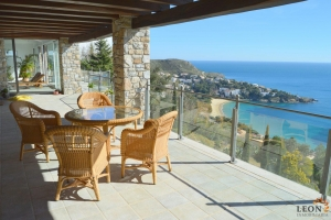 Magnificent villa with 5 bedrooms, indoor salt water pool, guest apartment and stunning sea views for sale in Roses, Costa Brava, Spain.