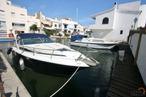Lovely townhouse on canal with 3 bedrooms, swimming pool, roof terrace and private mooring for sale near centre of Empuriabrava, Costa Brava, Spain.