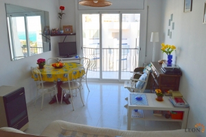 Nice apartment in good condition with 1 bedroom, covered balcony with sea view and parking garage for sale in Santa Margarita, Roses, Costa Brava, Spain.