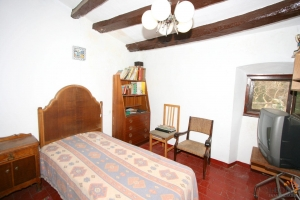 Lovely historic town house with 4 bedrooms, garden and some original features for sale in Agullana, near Figueres and La Jonquera, Costa Brava, Spain.