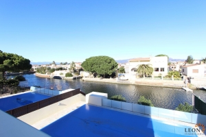 Beautiful modern villa with 5 bedrooms, swimming pool and private mooring on broad canal for sale in Empuriabrava, Costa Brava, Spain.