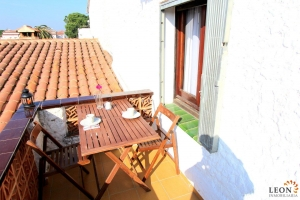 Charming holiday apartment for 2 people, south facing, with canal views for rent and for sale in Empuriabrava, Costa Brava, Spain.
