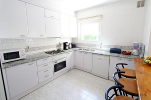 Traditional style, yet modern, holiday villa for 6 people in central location with private swimming pool and mooring in Empuriabrava, Costa Brava, for rent.