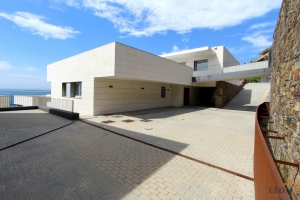 Luxurious Villa in modern construction with spacious rooms and a magnificent panoramic view of the sea, large terrace, garden and pool for sale in Roses, Costa Brava, Spain
