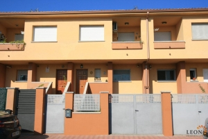Lovely house in good condition with 4 bedrooms and garage for sale in Castelló Nou, Castelló d'Empúries, Costa Brava, Spain.