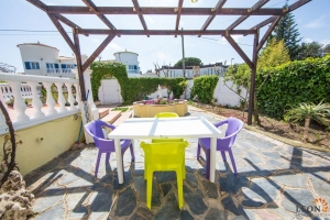 Dream villa in south facing for sale in Empuriabrava with a wonderful terrace, pool and one guest apartment, Costa Brava, Spain