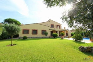 A perfect house with 5 bedrooms, private pool, terrace and a large garden in a quiet residential area of Perelada Golf for sale in Perelada, Costa Brava, Spain