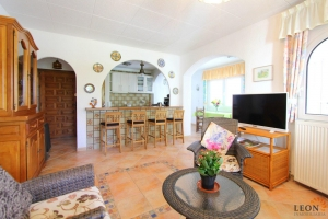 Super holiday villa with 3 bedrooms, conservatory, covered patio, large garden and private mooring on canal for rent in Empuriabrava, Costa Brava.