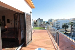 Penthouse apartment with wonderful terrace and sea view for sale in Roses - Santa Margarita, Spain