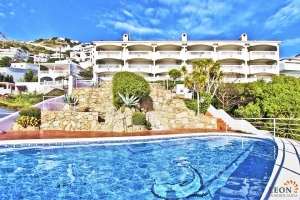 Elegant apartment for 4 people, large terrace with fantastic sea view and community pool for rent in Roses - Canyelles, Costa Brava, Spain