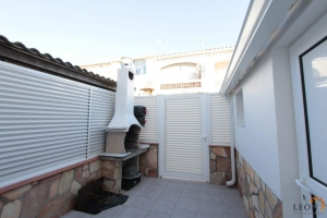 Beautiful renovated terraced house with balcony and 2 bedrooms for sale in Empuriabrava, Costa Brava, Spain