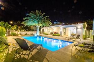 Modern dream villa for 6 persons with large terrace - pool and fascinating garden for rent and for sale in Empuriabrava, Costa Brava, Spain.