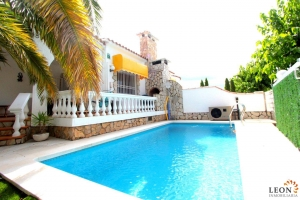 Beautiful modern villa in perfect location with terrace and pool for sale in Empuriabrava, Costa Brava, Spain