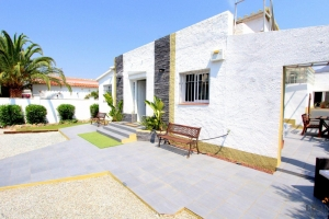 For sale in Rosas - Mas Busca, beautiful house, divided into 2 houses with terrace and separate entrance, Costa Brava, Spain