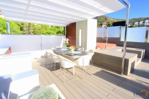 For rent modern holiday apartment with 3 bedrooms, 6 peoples, large terrace with beautiful sea views and communal swimming pool in Roses - Canyelles Mar, Costa Brava, Spain.