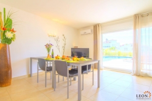 Stylish holiday villa for 6 people with swimming pool and canal mooring for rent in Empuriabrava, Costa Brava.