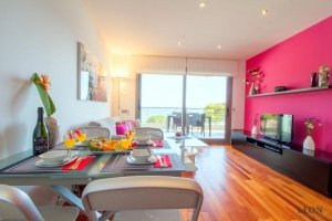 Modern holiday apartment with 2 bedrooms, large terrace with beautiful sea views and communal swimming pool in Roses - Canyelles, Costa Brava, Spain.