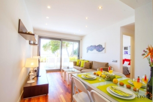 For rent modern holiday apartment for 6 peoples, 3 bedrooms, large terrace with beautiful sea views and communal swimming pool in Roses - Canyelles, Costa Brava, Spain.