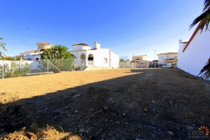 For sale in Empuriabrava plot on the canal with 12 m mooring - Build your dream villa! Costa Brava, Spain