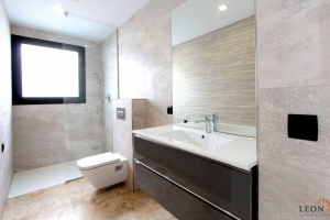 For sale in Empuriabrava, beautiful modern villa with 4 bedrooms, terrace, pool, garden and mooring, Costa Brava, Spain