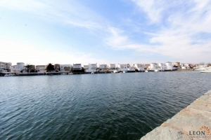 Gorgeous lakeside holiday home for 6 people with private mooring for rent in Empuriabrava, Costa Brava, Spain.