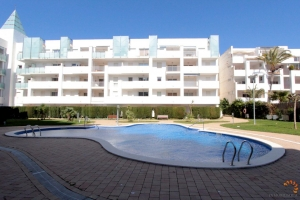 For sale beautiful apartment with access to the terrace and private garden, 2 bedrooms and communal pool in Roses - Santa Margarita, Costa Brava, Spain