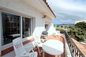 Cheap apartment in Empuriabrava for sale with 2 bedrooms and a lovely terrace, Costa Brava, Spain