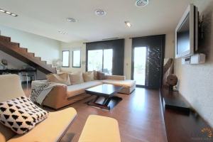 Modern villa for 6 persons, 3 bedrooms, terrace, swimming pool and mooring in Empuriabrava, for sale and rent on the Costa Brava, Spain