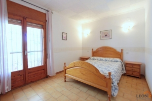 For sale in Empuriabrava comfortable house divided into 2 semi-detached houses and a magnificent terrace, Costa Brava, Spain