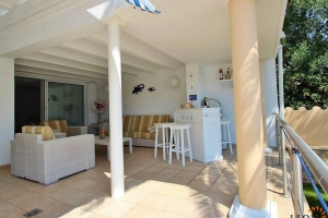 Beautiful villa on canal at the entrance of the marina in Empuriabrava, Costa Brava, with 3 bedrooms, pool, outdoor kitchen and mooring.