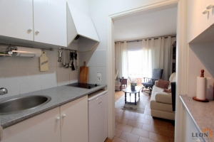 Apartment with 1 bedroom located in a building with elevator and located in the center 100m from the beach for sale in Empuriabrava, Costa Brava, Spain.