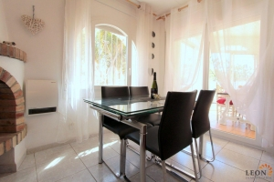 Delightful holiday villa for 4 people in central location with short distances to amenities and golden beach in Empuriabrava, Costa Brava, for rent.
